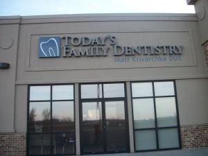 Custom signage dental clinic